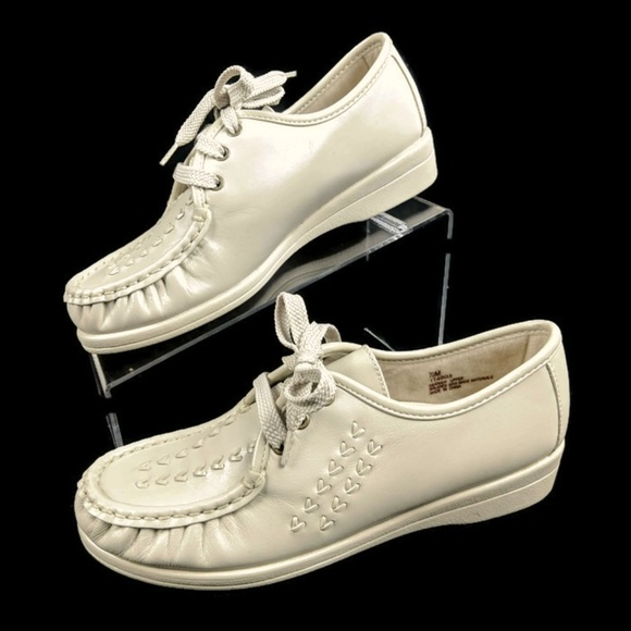 52111dec93633 Softspots Bonnie Lite Women 7 M Bone Leather